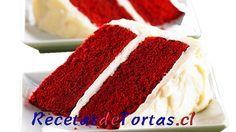 Esta torta red velvet es un clásico de la pastelería Norteamericana, esta hecho con una masa roja, rellena y cubierta con un glaseado muy rico