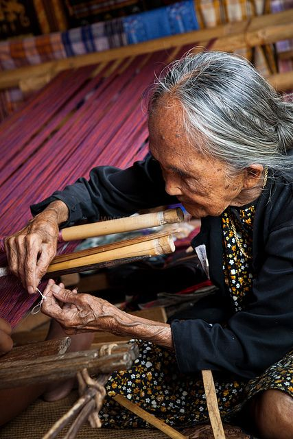 Weaving, Tana Toraja: Old woman making a traditional ikat at Sa'Dan To Barana weaving village.  Tana Toraja, south Sulawesi, Indonesia.