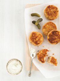 Croquettes de pommes de terre au thon, sauce aux cornichons