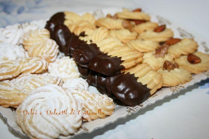 I pasticcini di frolla montata sono dei biscotti dal sapore molto delicato e dalla morbidezza unica! Provare per credere!
