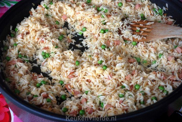 Hoewel ik inmiddels al heel wat verschillende recepten voor nasi goreng heb uitgeprobeerd, is dit toch wel de lekkerste en meest simpele bereiding.