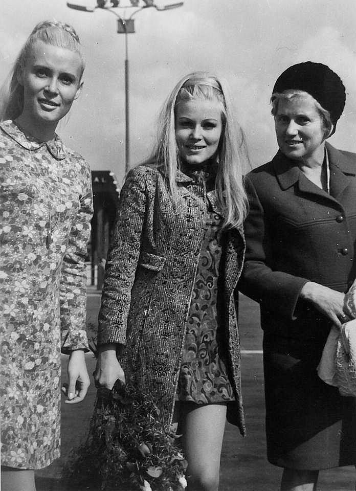 Olinka Berova, Olga Schoberová s maminkou a sestrou Evou 1967