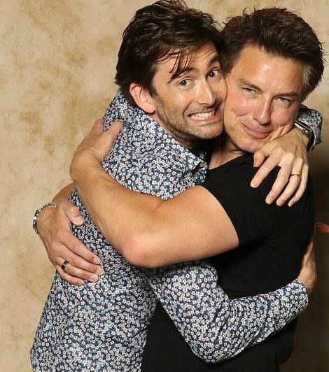 This pic is perfection // MY BOYS! GIMMEGIMMEGIMMEGIMME I NEED A HUG FROM THESE TWO