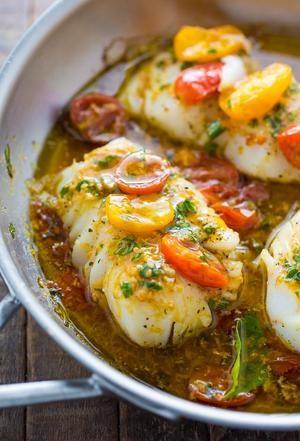 Bekijk de foto van ivkiona met als titel A quick and easy recipe for Pan-Seared Cod in White Wine Tomato Basil Sauce! en andere inspirerende plaatjes op Welke.nl.