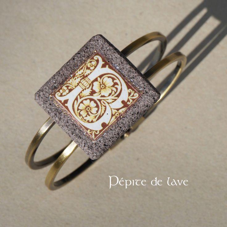 bracelet en lave maill e lettrine m di vale b et cadre d 39 or bracelet par pepite de lave. Black Bedroom Furniture Sets. Home Design Ideas
