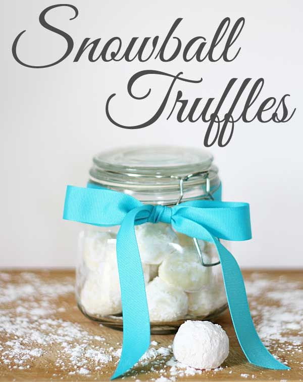 Snowball Truffles: white chocolate cream cheese truffles - looks delicious! And bonus, they're only 3 ingredients and only take a few minutes to make.