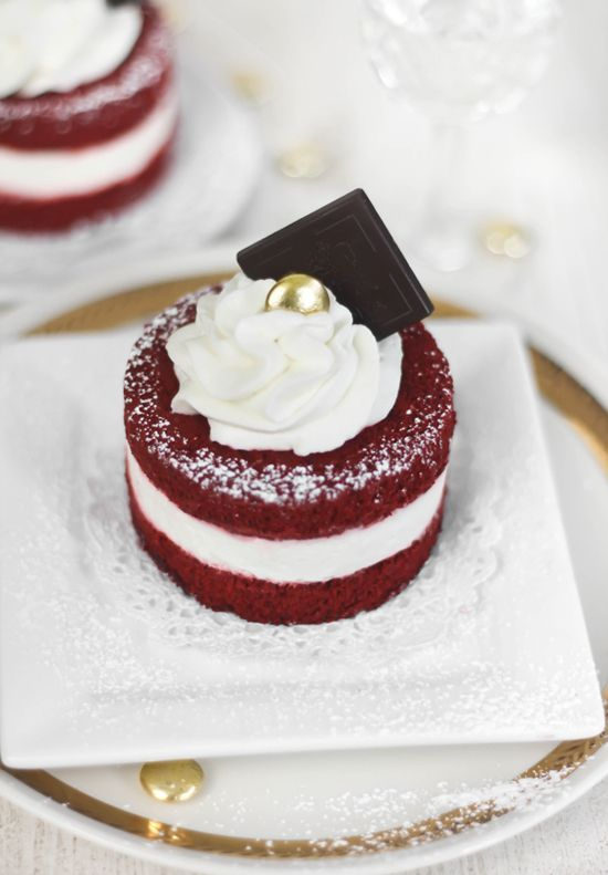 Red Velvet Cake Minis. I'm not usually a fan of red velvet (it doesn't taste like anything), but these are adorable and super fancy!