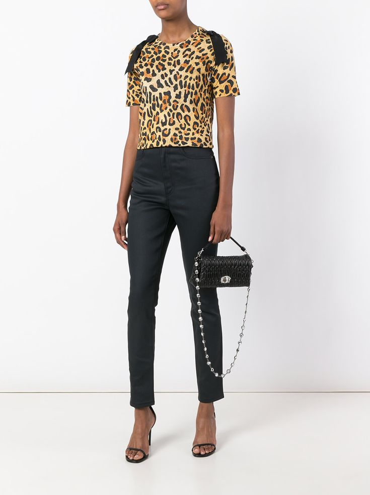 https://www.farfetch.com/uk/shopping/women/marc-jacobs-stovepipe-tapered-jeans-item-12054821.aspx?storeid=9808