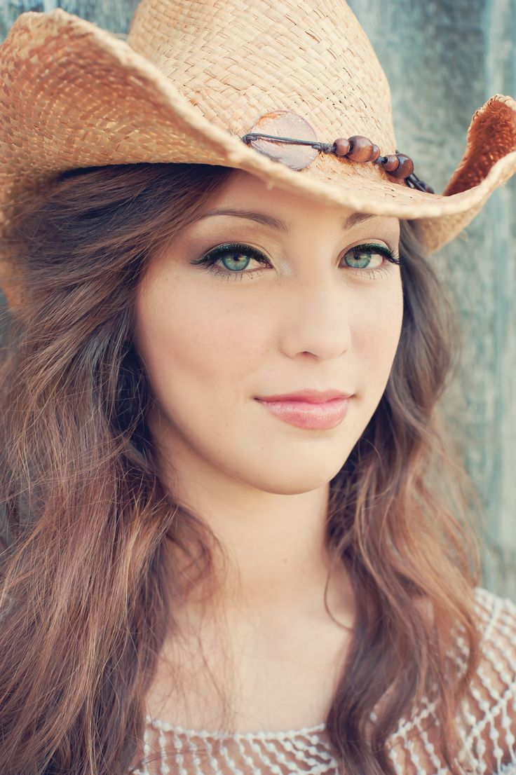 Country Girl High School Senior Portraits #session #inspiration #ideas #props #accessories #poses #photography #photographer Tracey Leigh Photography dot com.