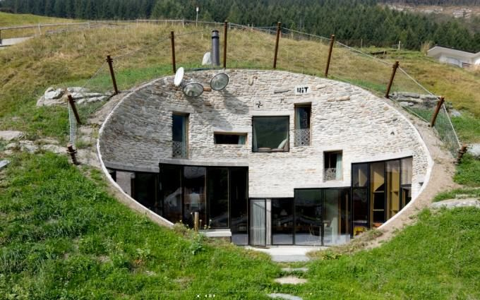 camouflaged house in the Alps