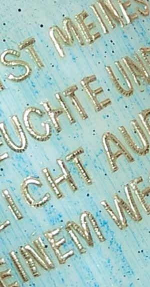 Kerzenbeschriftung nach Wunsch mit handgefertigten Buchstaben aus Verzierwachsstreifen in gold oder silbern  oder mit handgefertigten Buchstaben aus selbst gefertigten Verzierwachsstreifen. in div. Farben.