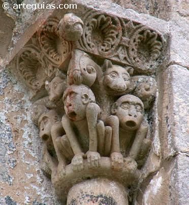 Capitel romanico de la iglesia de San Facundo y San Primitivo de Silio  Besaya España