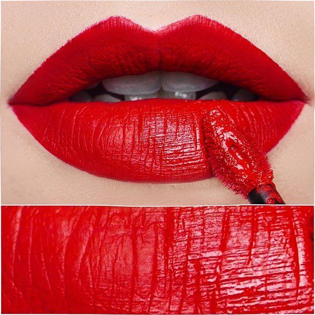 Mädels seid ihr bereit für das absolute Knallerrot? BAWSE von @smashboxcosmetics Dieser Always on matte Liquid Lipstick ist einfach so wunderschön! Auf meinem Blog erfahrt ihr mehr zu den Matten Liquid Lipsticks von smashbox WWW.ELENASMAKEUP.DE ❤️ #lips#wow#bawse#lillysingh#alwayson#matte#liquidlipstick#sonntag#douglas#lipstick#lipsticks#lippenstift#red#perfect#lippen#swatches#lippenstifte#smashbox#smashboxcosmetics#smashboxgermany