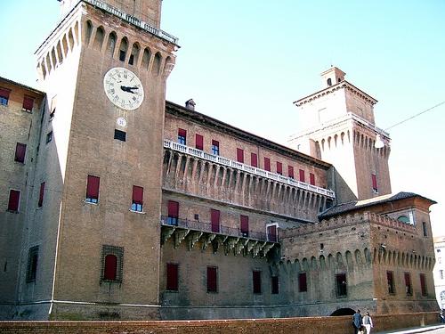 Ferrara - Castello Estense 1, via Flickr. #InvasioniDigitali il 24 aprile alle ore 10:30 Invasore: TurismoFerrara