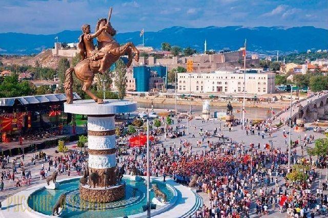 Грецию не устроит временное решение по названию Македонии http://feedproxy.google.com/~r/russianathens/~3/LysIm6UJzrY/21633-gretsiyu-ne-ustroit-vremennoe-reshenie-po-nazvaniyu-makedonii.html  Греция примет только окончательное решение вопроса снаименованием бывшей югославской республики Македонии, временное решение ее неустраивает, заявил РИА Новости дипломатический источник всвязи спредстоящим визитом главы МИД БЮРМ Николы Димитрова вАфины.
