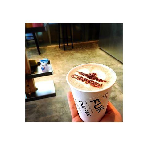 ・ @FUK COFFEE✈︎ ・ 飛行機の正面のシルエットが すごく新鮮で可愛いっ 飲むのがもったいないくらい❤️ ・ 飛行機✈️好きにはたまりません ・ #fukcoffee  #fuk #飛行機 #空 #空港 #飛行機好き #飛行機好きと繋がりたい #飛行機好き女子 #飛行機好きにはたまらない #福岡空港 #旅行 #trip #空旅 #旅 #travel #instagram #followme #福岡 #fukuoka #天神 #tenjin #春吉 #カフェ好きな人と繋がりたい