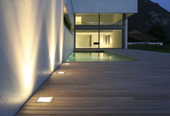 1000 id es sur le th me eclairage piscine sur pinterest for Lumiere maison exterieur