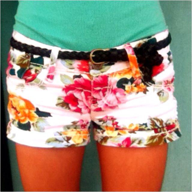 floral: White Shorts, Floral Shorts, Floral Prints, Dreams Closet, Flowers Prints, Cute Shorts, Flowers Shorts, Prints Shorts, Summer Shorts