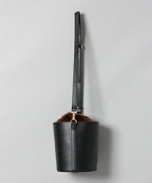 JEANASIS(ジーナシス)の「ファーバケツバッグ/734553(ショルダーバッグ)」です。このアイテム着用のコーディネートをチェックすることもできます。