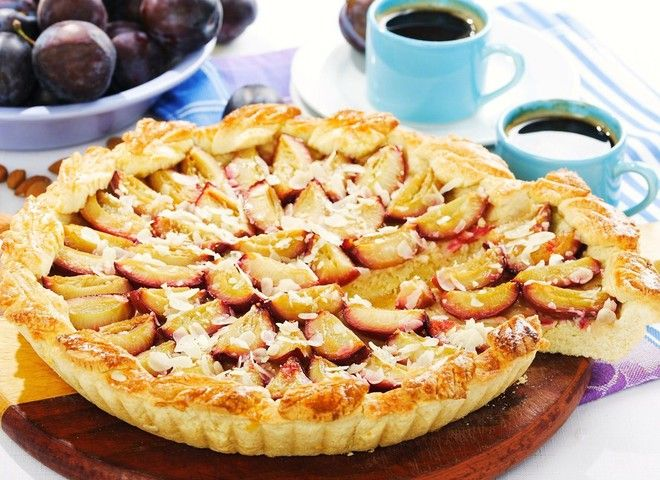 Сливовый пирог - вкусный десерт на семейный ужин