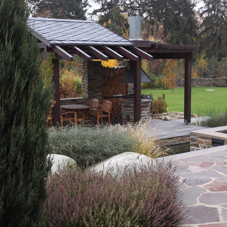 kamenná dlažba z ruly s krytím zahradním posezením / stone pavement of gneiss with covered seating area with gril