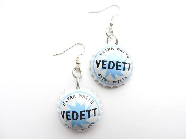 Vedett beer bottle cap earrings - recycle - bier - biere - cerveza door HandmadeByCharlie0 op Etsy