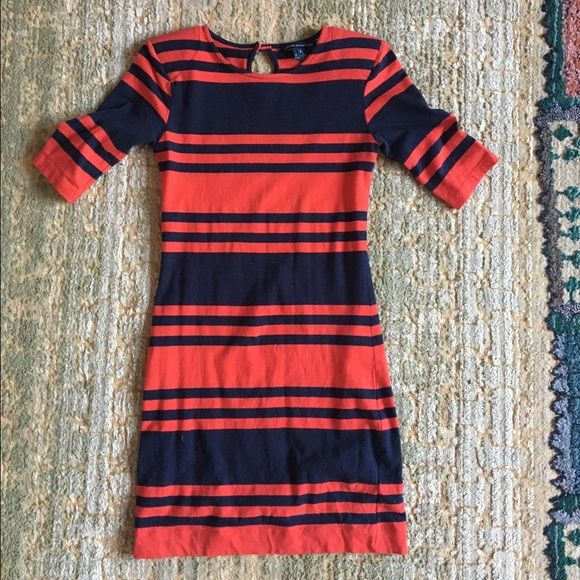 French Connection Red and Blue Bodycon Excellent condition. Size 6 but fits a small/medium. Soft shoulder pads give it a great look. Keyhole back. Ask me any questions. French Connection Dresses