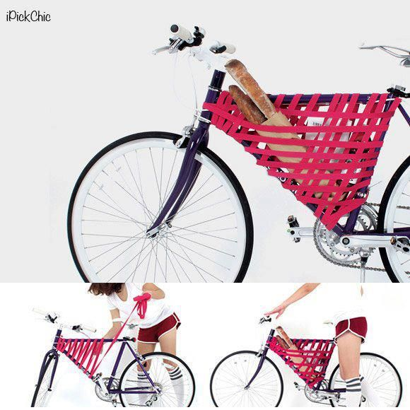 Wer ein schickes Rennrad fährt, stellt sich manchmal die Frage, wie man gewissen Dinge transportieren soll. Einen praktischen Fahrradkorb gibt es nämlich meist nicht. Weder vorne noch hinten. Ein kreativer Kopf kam jetzt auch eine simple Idee, die vielen Rennradfahren das nächste Picknick samt Baguette ermöglicht. Einfach ein breites, elastischen Gummiband geschickt um den Rahmen …