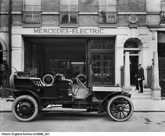 BL19996/001 A Mercedes-Mixte Touring car parked outside the Mercedes showroom at 12 Savile Row, London. Photographer: Bedford Lemere and Company. 17th August 1907. Please click for more information, or to search our collections.