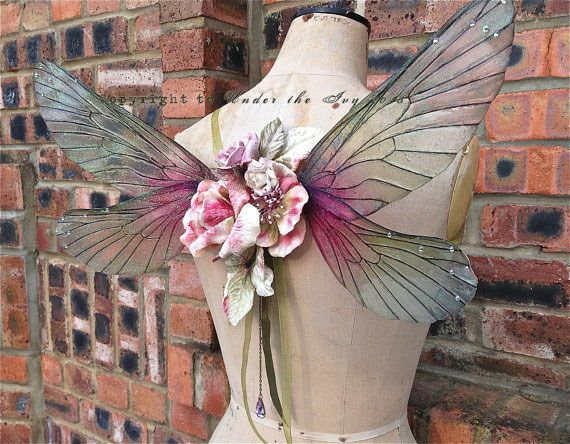 ファンタジー!!妖精や蝶をイメージさせる翼のアクセサリーが素敵 | ARTIST DATABASE                                                                                                                                                                                 もっと見る