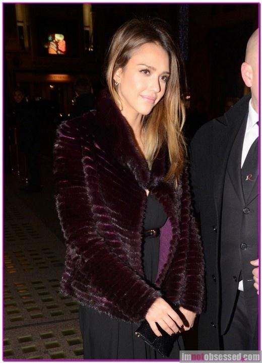 Jessica Alba Nude In Fur Coat 28