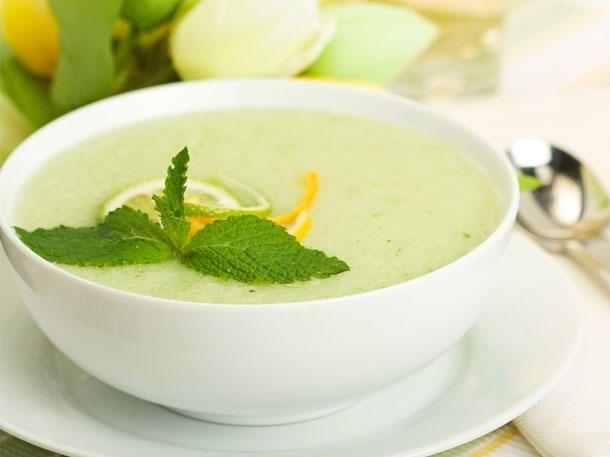 Kalte Melonensuppe ist nicht nur lecker, sondern hilft auch beim Abnehmen.