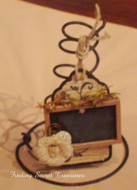 bed springs place card-napkin holder