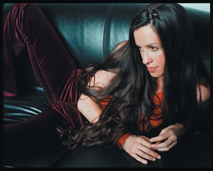 Аланис Мориссетт (Alanis Morissette) в фотосессии Джона Ранкина (John Rankin) для альбома Under Rug Swept (2002), фотография 3