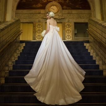 NOVARESE(ノバレーゼ):荘厳なチャペルを引き立てる、正統派人気ナンバー1ドレス