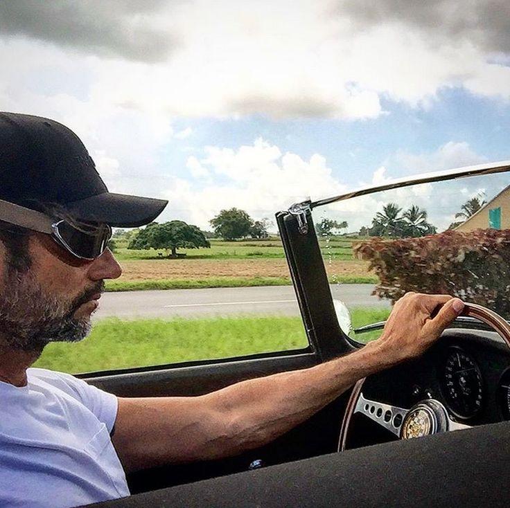 In Habana - Cuba with the Jaguar E-Type.