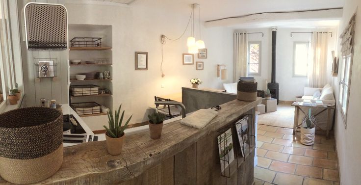 Apartments in Cabris French Riviera. ADN for 5 people and Côté sud for 2 people. access to the swimming pool. Accommodation near Grasse Cannes and Nice.
