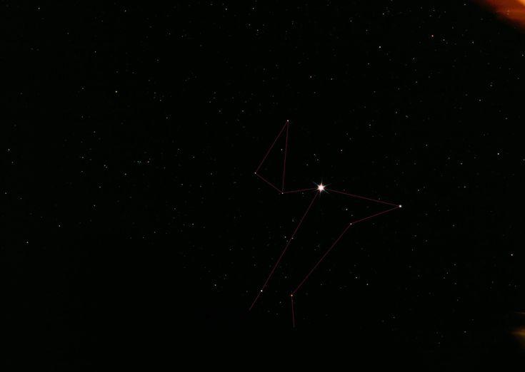 Der große Hund ist ein klassisches Wintersternbild, das sich links unterhalb des Orions befindet. Neben Sirius,dem hellsten Stern des Nachthimmels. Mythologie Bereits die Babylonier sahen in dem Sternbild einen Hund, der den Himmelsjäger Orion begleitet. Diese Interpretation hatte auch im antiken Griechenland Bestand. Die Ägypter sahen im Aufgang des Sirius ein Signal für die Zeit der größten Sommerhitze, woraus sich der Begriff HUNDSTAGE ableitet.