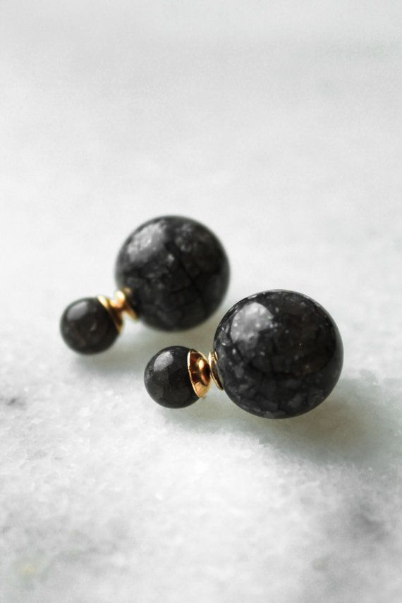 Wie Marmor, inspiriert durch die Tribal Dior Ohrringe. Material: Kunstharz…