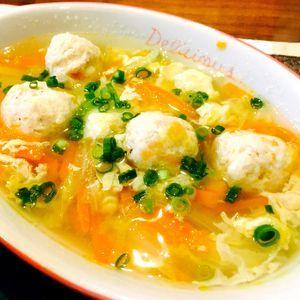 白菜と人参de鶏つみれ中華スープ by Noel★さん | レシピブログ - 料理ブログのレシピ満載! 暖かい汁物が欲しい季節になりました、余り物を使って、パパッと簡単につみれスープを作りました