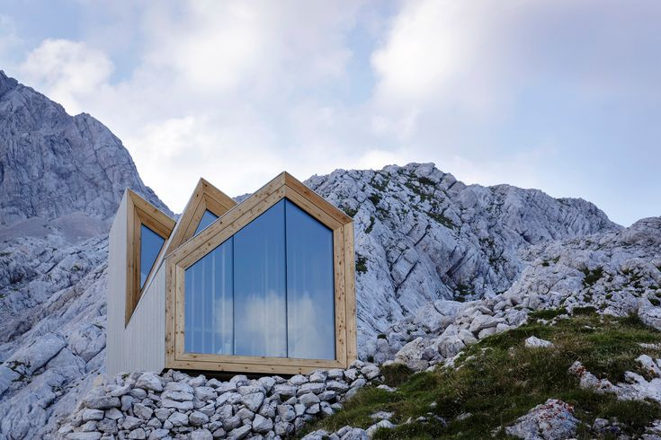 Alpine Shelter Skuta, OFIS