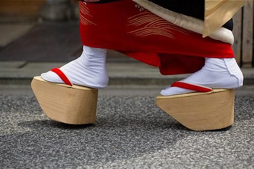 geta traditional japanese shoes elevated wooden sandals