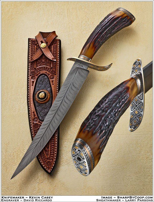 Kevin Casey, coutelier-forgeron américain et connu pour son damas plume. Kevin Casey, American cutler-forger and well known for its feather damascus.