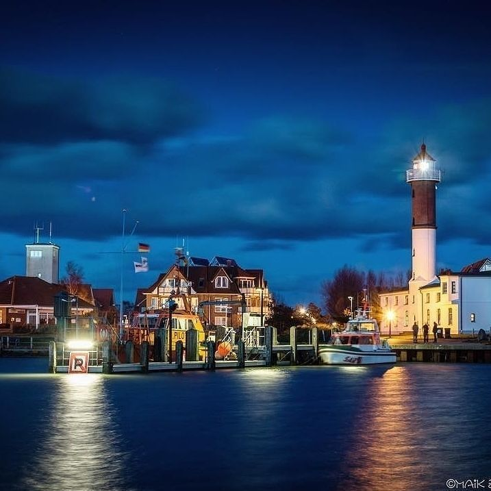 Auch die zeitig einsetzende Abendstimmung hat Ihren Reiz am Meer! Hier eingefangen von @lewitz_photography der Hafen von Timmendorf natürlich auf Poel   Tagt Eure besten Strand- und Inselfotos mit #lanautique. Wir veröffentlichen täglich unsere Favoriten. Ahoi! ------------------------ #nordsee #ostsee #küste #meer #urlaub #insel #amrum #wangerooge #juist #borkum #rügen #fehmarn #sanktpeterording #baltrum #norderney #sylt #föhr #langeoog #sonne #strand #poel | #meer #mode #küste #nordsee…