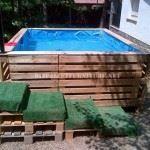 Planen, einen Swimmingpool mit Paletten bauen
