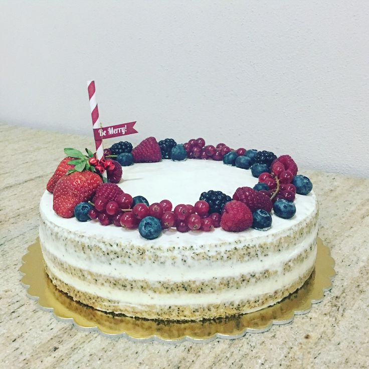 Christmas poppyseed cake with vanilla cream and fresh fruit