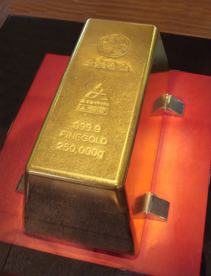 The world's largest gold bar, at 250 kg, can be seen and touched