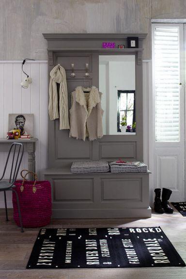 Garderobe mit verstecktem Schuhschrank via Schoener Wohnen
