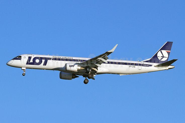Image issue du site Web http://airlinersgallery.smugmug.com/Airlines-Europe-2/Airlines-Europe-2/LOT-Polish-Airlines/i-BrS29jR/0/L/LOT%20Polish%20ERJ%20195%20SP-LNA%20(78)(Apr)%20LHR%20(KDB)(46)-L.jpg