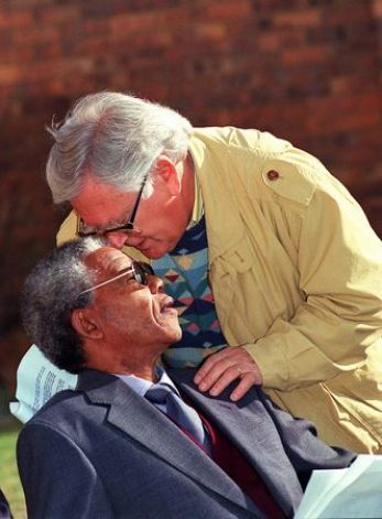 SOWETO, SOUTH AFRICA: South African National Congress (ANC) leader Nelson Mandela (l) listens 27 June 1991 to Joe Slovo, South African Communist Party chief. Photo: Getty Images